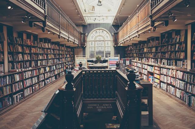 biblioteka z książkami prawniczymi
