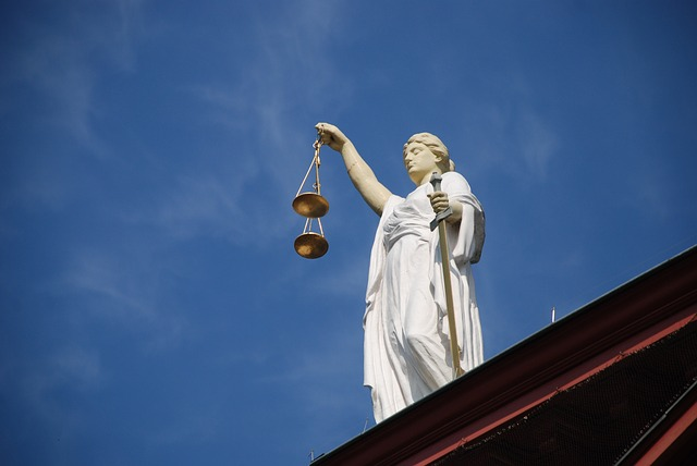 Statua sprawiedliwosci z wagą